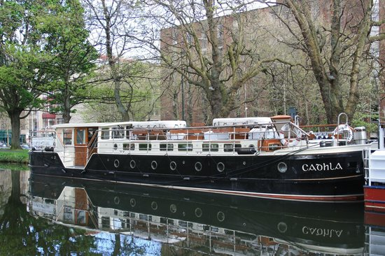 Canal Boat Restaurant: The Cadhla seen from the Starboard side