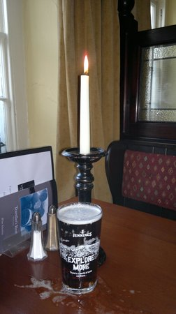 The Travellers Rest Inn : candles and beer