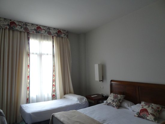 Hotel Palacio Urgoiti: Habitacion