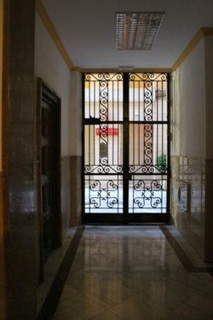 Pensión Juanita: Front door