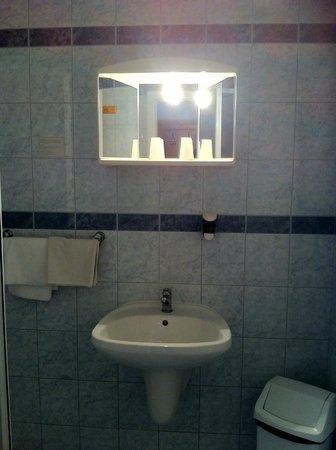 Atlas City Hotel: Зеркало висит высоковато(ну для меня..)