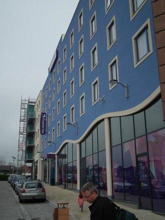 Premier Inn Dorchester Hotel: Front of the hotel