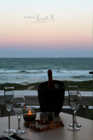 Kitchen Windows Beach Restaurant: Romantic sundowners