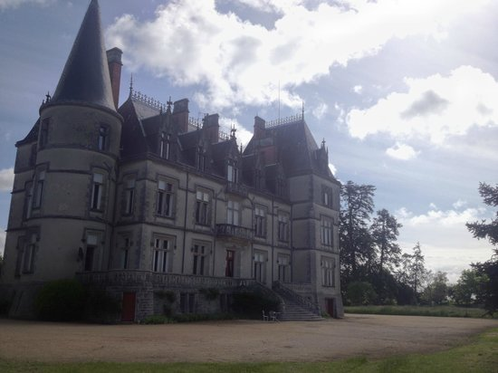 Chateau de Boisrenault: An unusual view of the Chateau