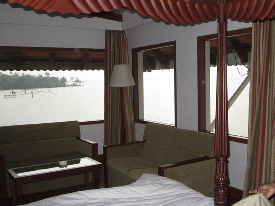 Lemon Tree Vembanad Lake Resort: Superior Suit