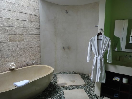 Villa Casa Mateo: Green Room Bathroom