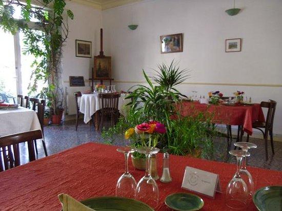 Bras-d'Asse, France : La Toupinelle, salle de restaurant