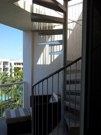 Key West Marriott Beachside Hotel: Spiral staircase to private balcony