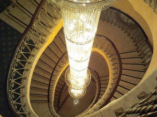 Concorde El Salam Hotel Cairo by Royal Tulip: Lampadario scale