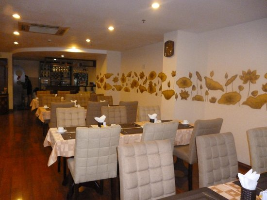 Asian Ruby Park View Hotel: nice dining room shame about the service and food