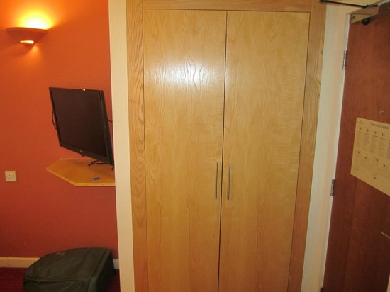 Holiday Inn London - Kensington: small wardrobe