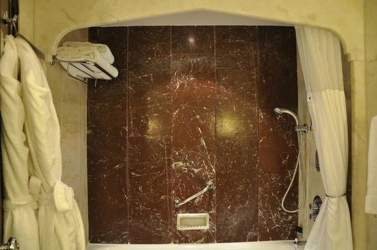 Hilton Istanbul Bosphorus: bath / shower