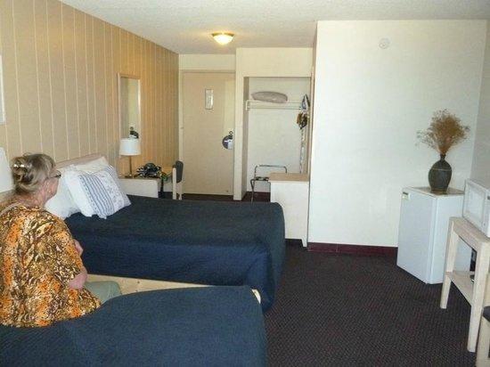 Foghorn Harbor Inn Hotel: View of the room