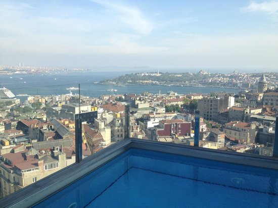 The Marmara Pera Hotel: View from terrace Pool - Ocean view