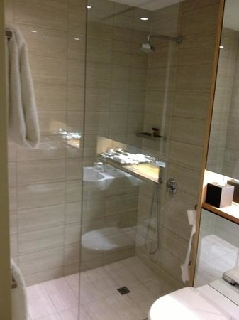 Fraser Suites Perth: bathroom