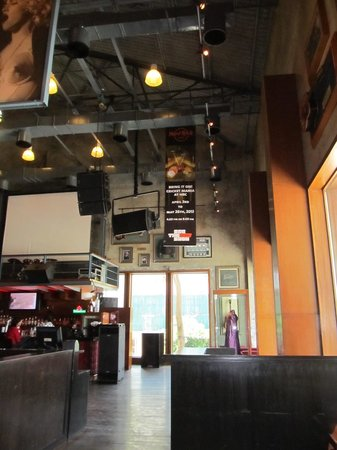 Hard Rock Cafe : Inside and quiet