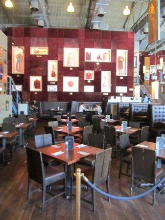 Hard Rock Cafe : Quiet