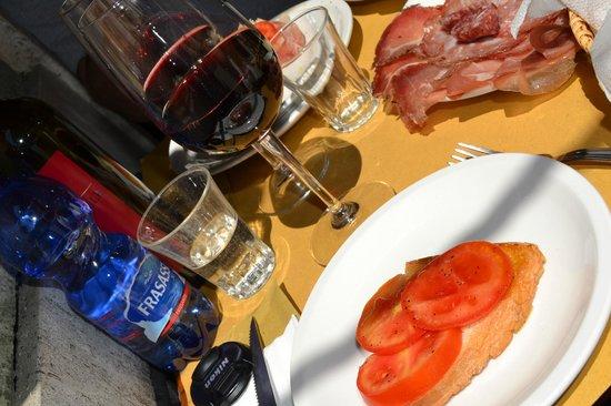 Bar Enoteca Piazza delle Erbe: bruschette e vino