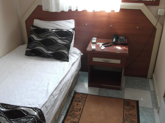 Vatan Hotel: Single room (I put the pillow like that)