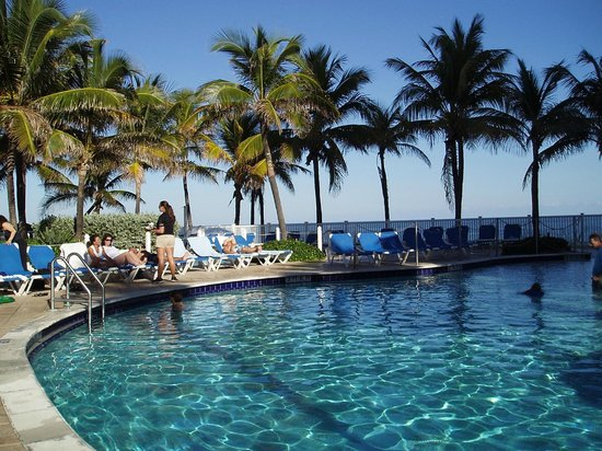 Pelican Grand Beach Resort, A Noble House Resort: Pool Area