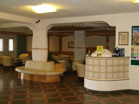 Residence Aparthotel Des Alpes: hall