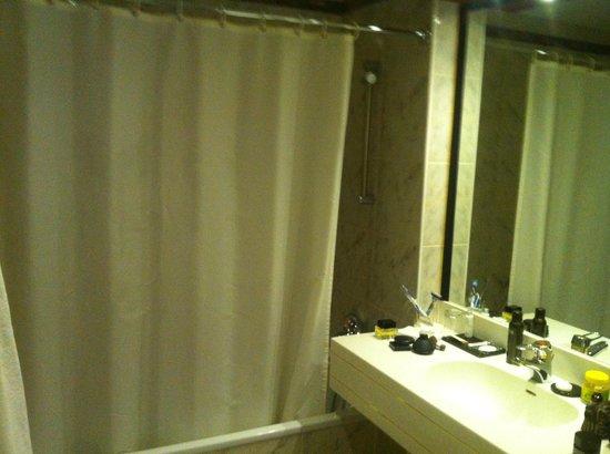 Rahat Palace Hotel: bath room