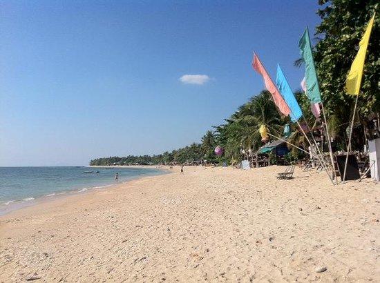 Isara Lanta Resort: Privé strand