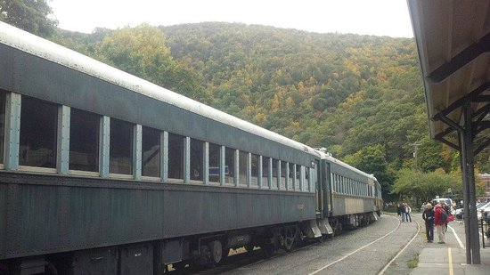 Lehigh Gorge Scenic Railway: Begining of fall in Beautiful Jim Thorpe