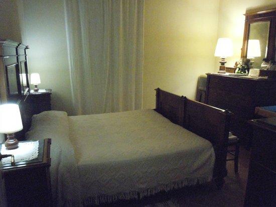 la camera da letto arredata con mobili fine 1800 - Picture of Gli ...