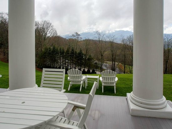 Rowland's Restaurant: In the warmer months, patrons can dine outside with the distant mountain views
