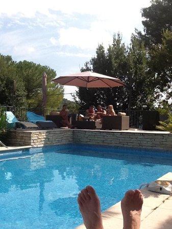Villa Cedria : Gevarieerde lig en zitmogelijkheden in de tuin