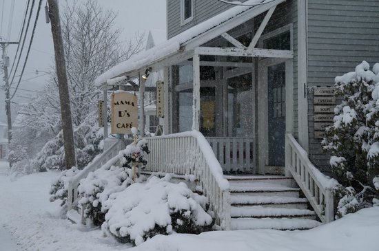 Mama D's Cafe Mercantile: Beautiful Pic of Mama D's in a Winter Storm