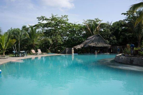 Popa Paradise Beach Resort: the pool