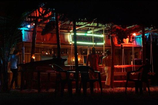 Popa Paradise Beach Resort: Rosie's Beach bar