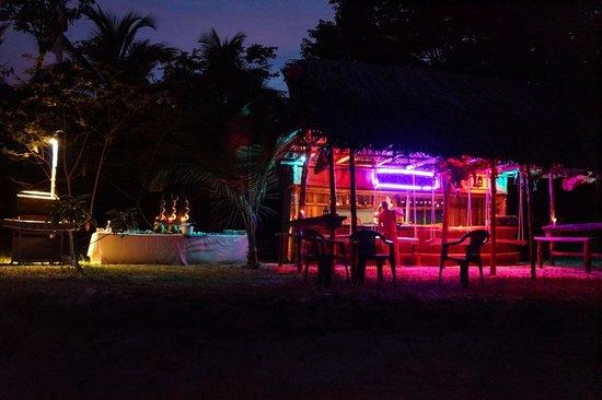 Popa Paradise Beach Resort: Beach BBQ at Rosie's