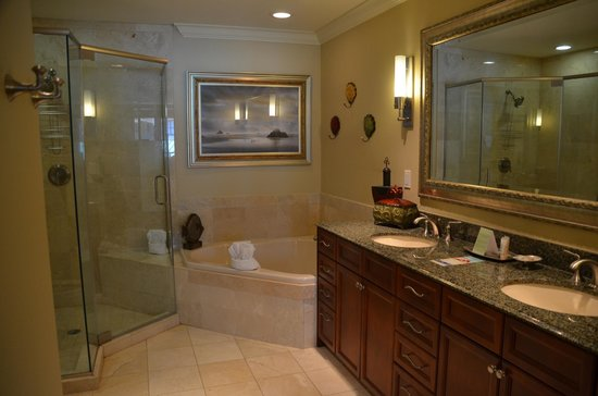 Emerald Grande at HarborWalk Village: Master bathroom with double sink