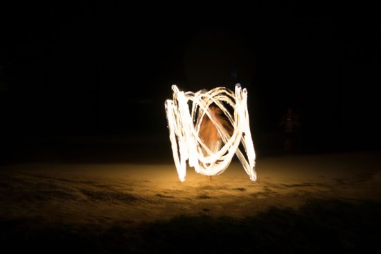 Popa Paradise Beach Resort: Beach fire show