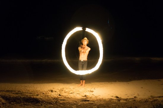 Popa Paradise Beach Resort: Ty at the Beach fire show