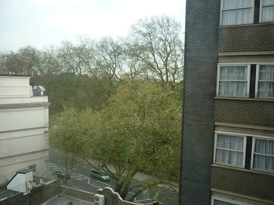Corus Hotel Hyde Park London: View out of the 'main' bedroom
