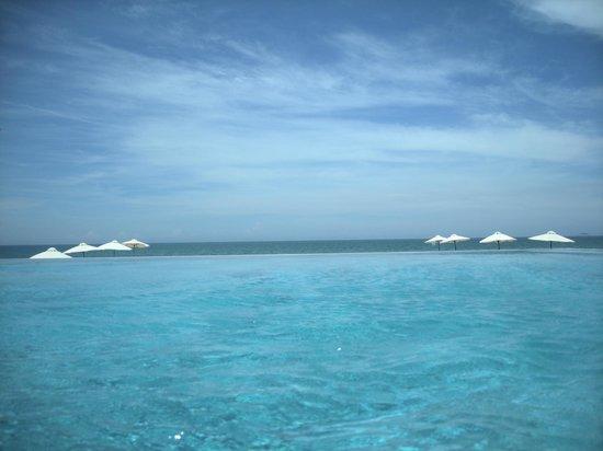 Four Seasons Resort The Nam Hai, Hoi An: Infinity pool