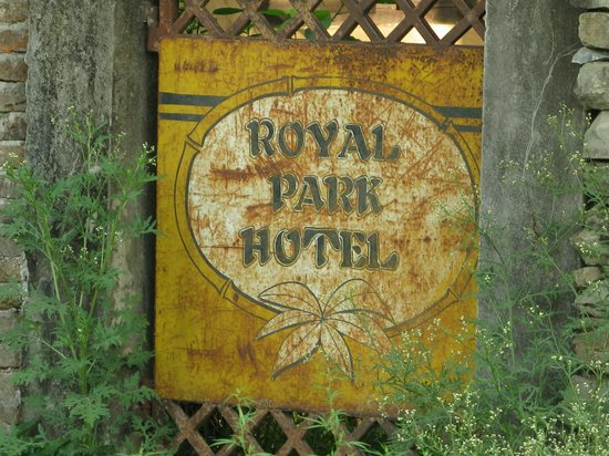 Royal Park Hotel: Sign from outside