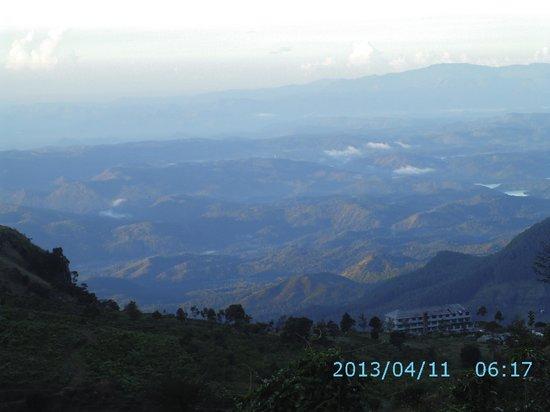 Hill Safari Eco Lodge Ohiya: View from the top floor