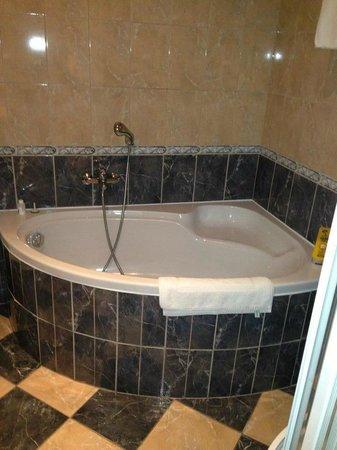 ApartHotel Susa: Vasca da bagno