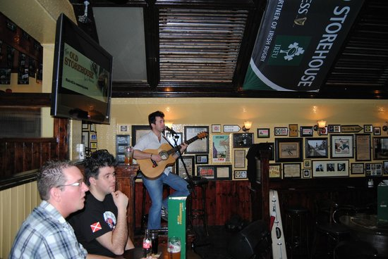 The Old Storehouse: Cantante