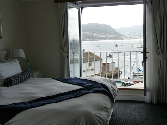 Simon's Town Quayside Hotel and Conference Centre: The room with a view out of the balcony