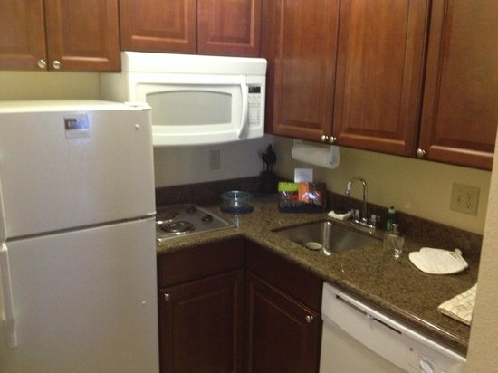 Staybridge Suites: Kitchen amentites
