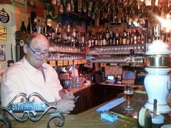 Western saloon pizzeria: Great atmosphere! Worth a visit.