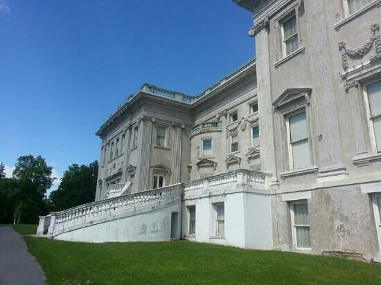 Staatsburgh State Historic Site / Mills Mansion: When renovations are complete,  the entire facade will be white again...according to our tour gu
