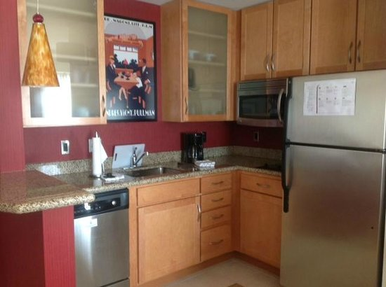 Residence Inn Pittsburgh North Shore: Great kitchen!