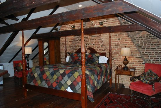 Inn at Lincoln Square: Annie Danner Suite